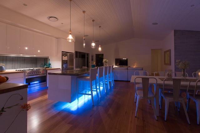 FALCON COURT Beach Style Kitchen gold coast tweed  : beach style kitchen from houzz.com size 640 x 426 jpeg 70kB