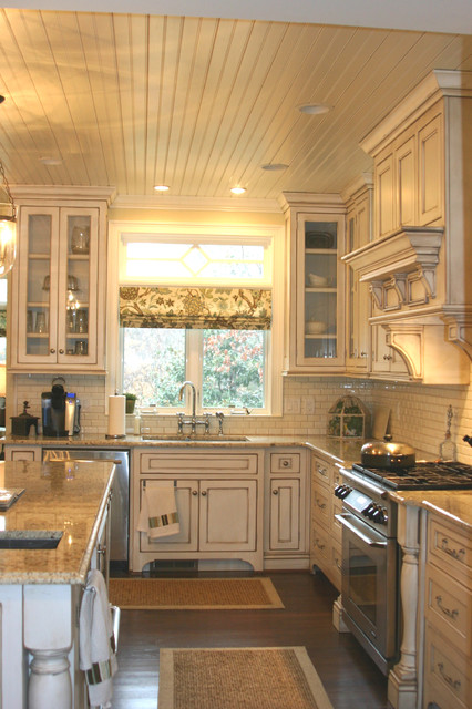 Family entry, mudroom, Familyroom and kitchen additions traditional-kitchen