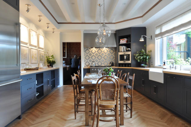 Family Kitchen by jute traditional-kitchen