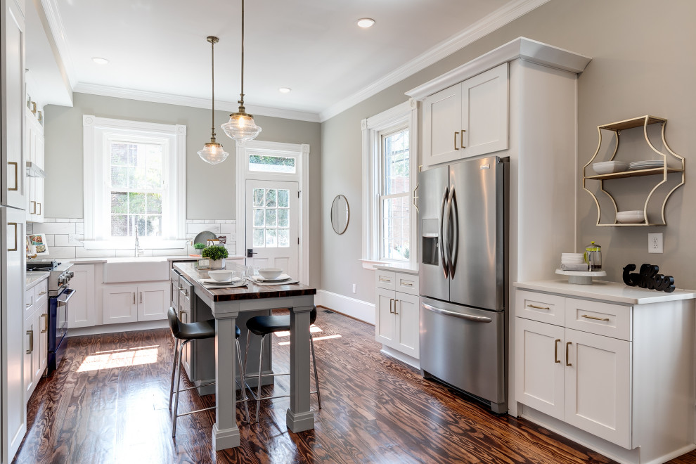 Example of a transitional kitchen design in Richmond