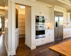 Farinelli Construction Inc traditional-kitchen