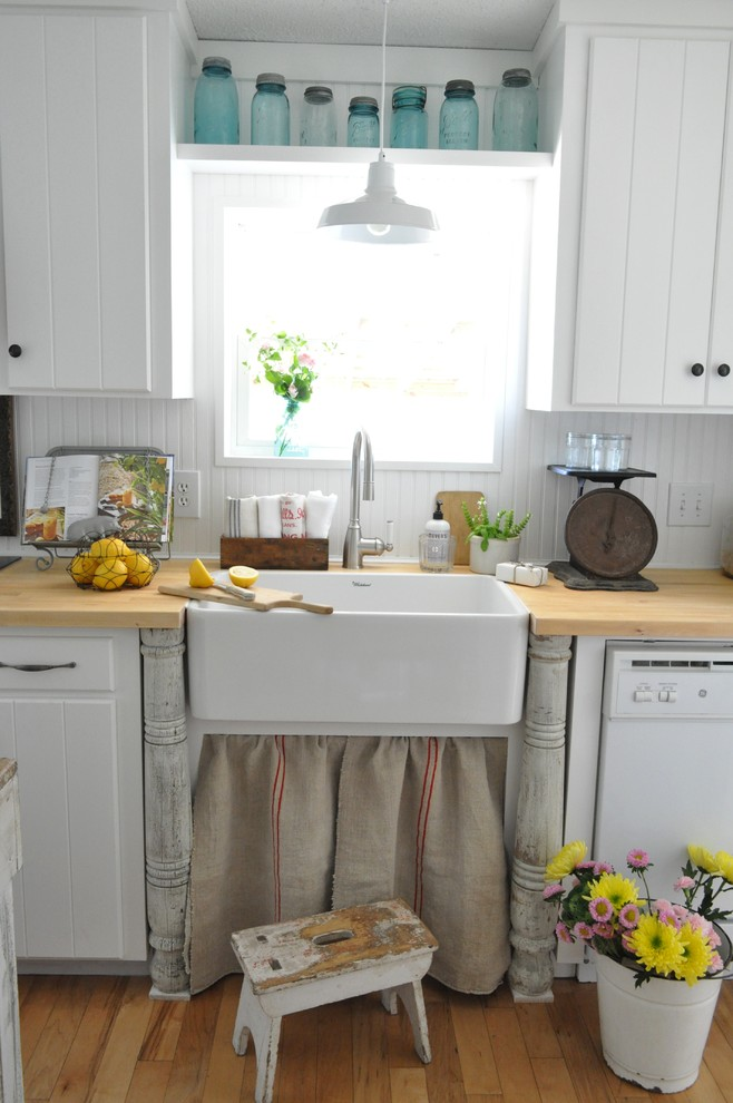 Inspiration for a farmhouse kitchen remodel in New Orleans