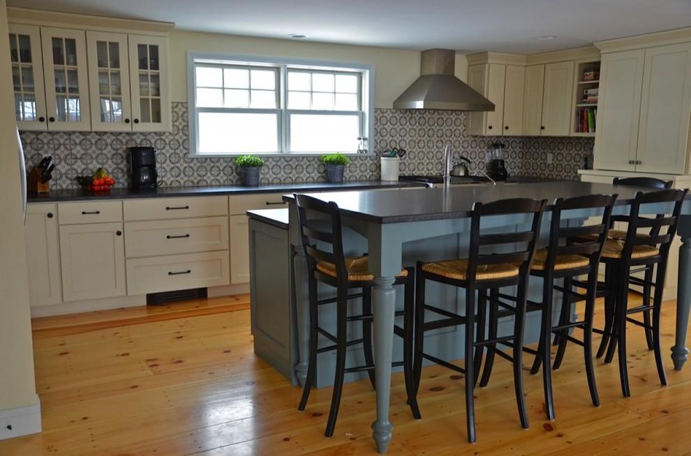 Farmhouse Kitchen - Farmhouse - Kitchen - Burlington - by ...