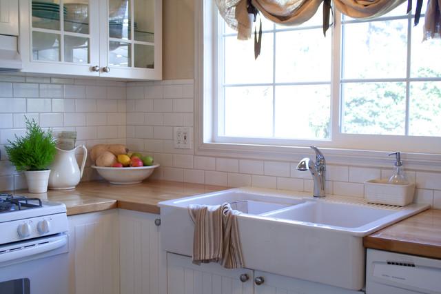 Farmhouse Kitchen - Traditional - Kitchen - Los Angeles - by Jennifer Grey Interiors Design ...