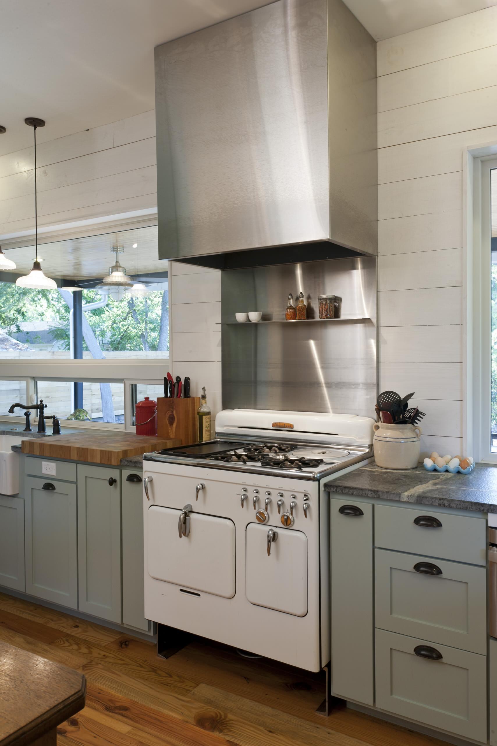 75 Beautiful Farmhouse Kitchen With Metal Backsplash Pictures Ideas November 2020 Houzz
