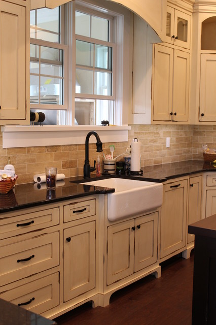 Farmhouse, Painted/Glazed, Distressed (Bloomington,IN) farmhouse-kitchen