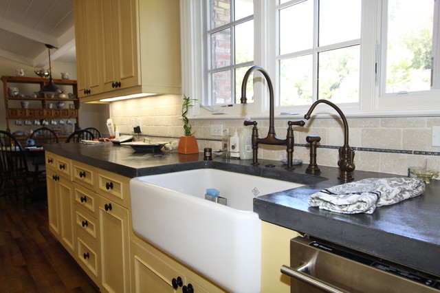 Over Counter Farmhouse Sink : Farmhouse sink traditional-kitchen