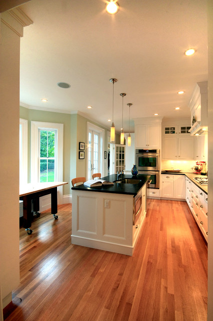 Feel the Light! traditional-kitchen
