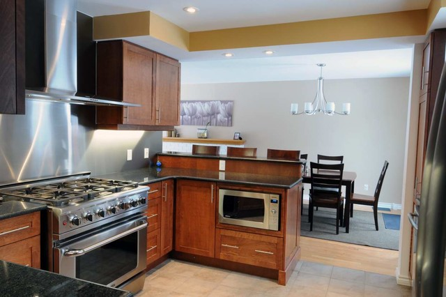 Inspiration for a contemporary kitchen remodel in Ottawa