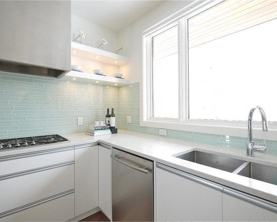 Modern Kitchen Design Ideas Remodels Photos With Glass Tile Backsplash