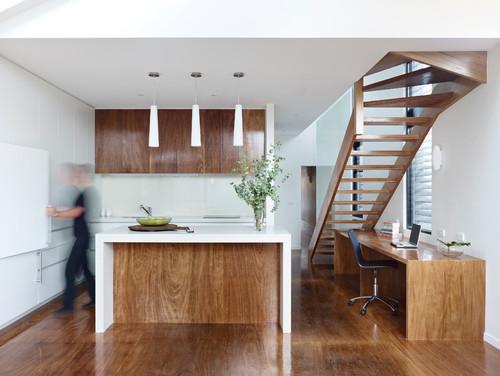 деревянная кухня с островом скандинавский лестница