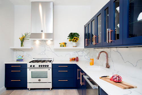 White and blue kitchen colors