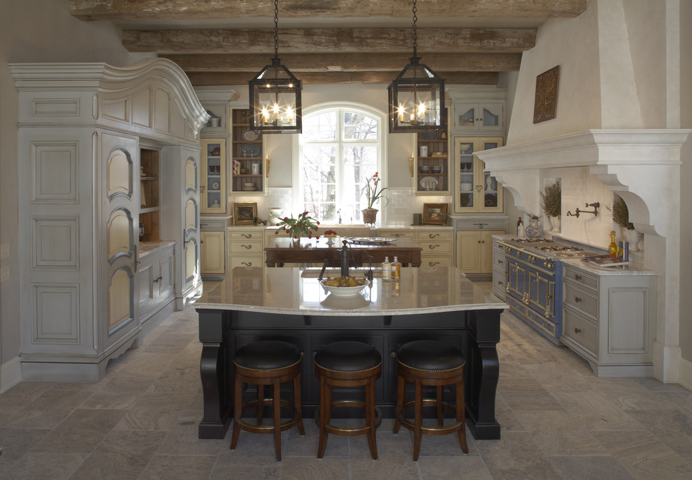 Inspiration for a rustic u-shaped kitchen remodel in Minneapolis with colored appliances