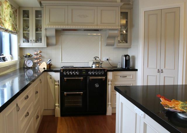 french provincial country kitchen landhausstil k che melbourne von pauline ribbans. Black Bedroom Furniture Sets. Home Design Ideas