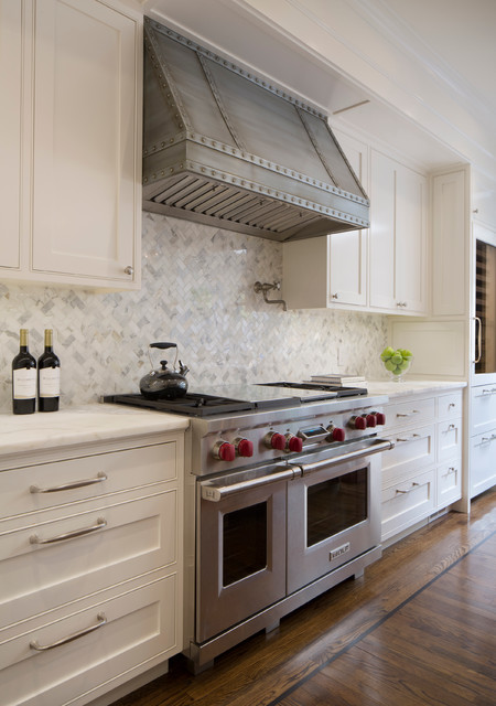 Merveilleux Large Transitional Dark Wood Floor Kitchen Photo In San Francisco With  White Cabinets, Marble Countertops