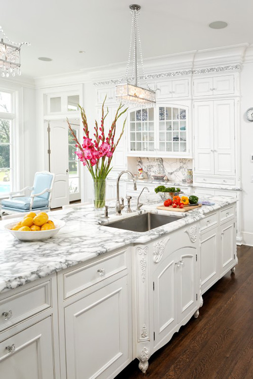 White kitchen cabinets feminine for Elegant traditional kitchens
