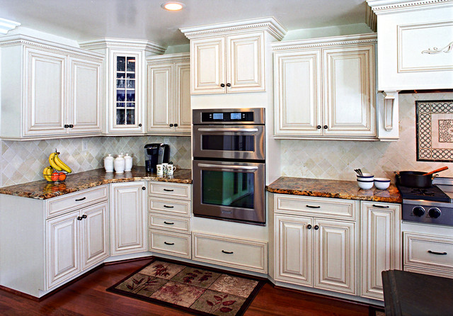 Frese-Cypress traditional-kitchen
