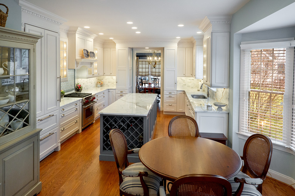 Eat-in kitchen - traditional u-shaped eat-in kitchen idea in Philadelphia with an undermount sink, recessed-panel cabinets, white cabinets, white backsplash and paneled appliances