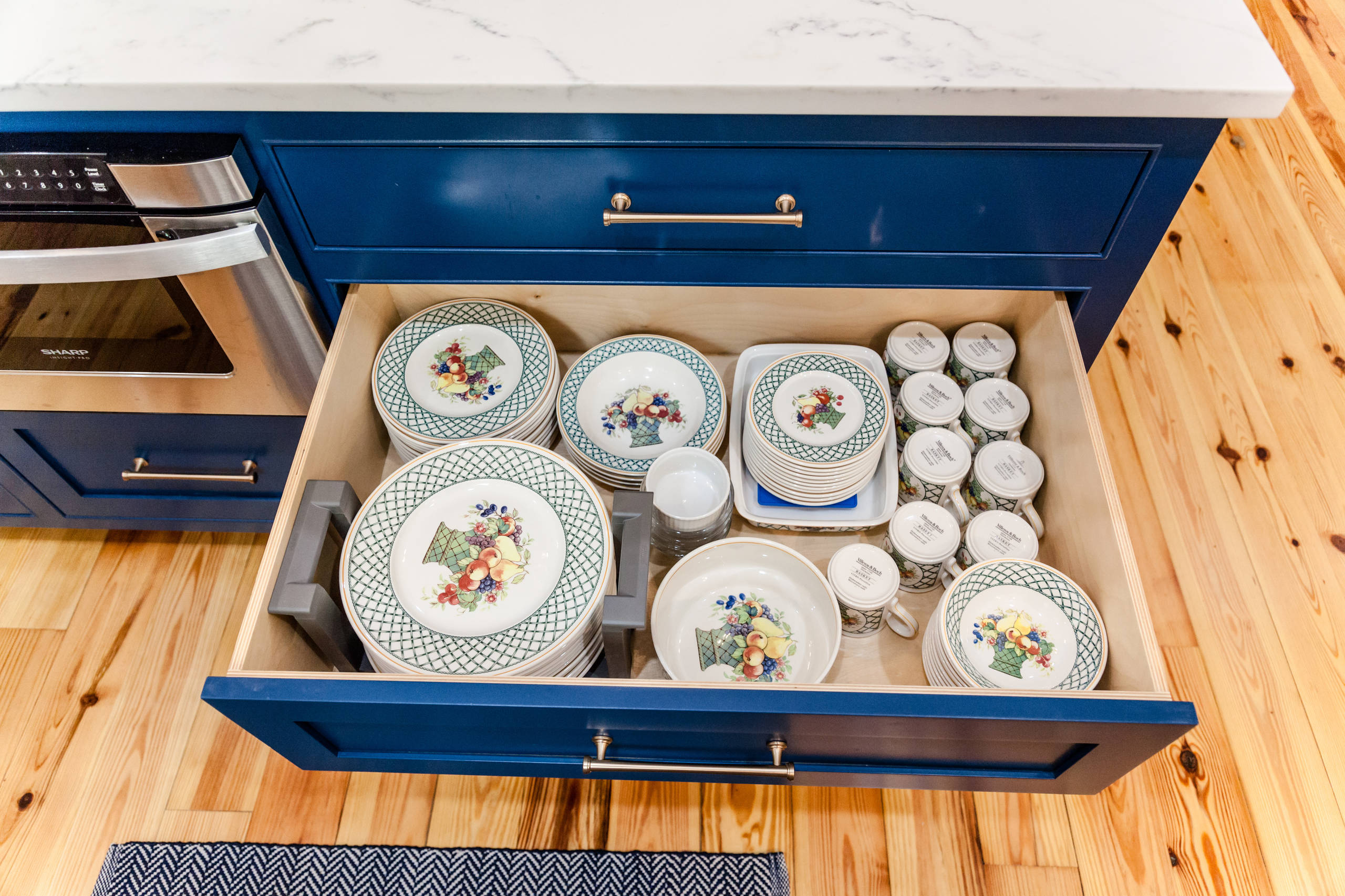 Full extension heavy duty drawers for everyday dishes
