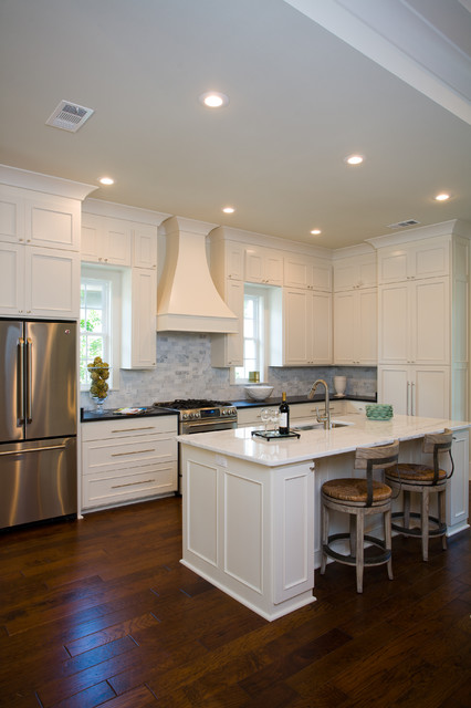 Traditional Home Kitchen: Functional Kitchen With Soothing Colors