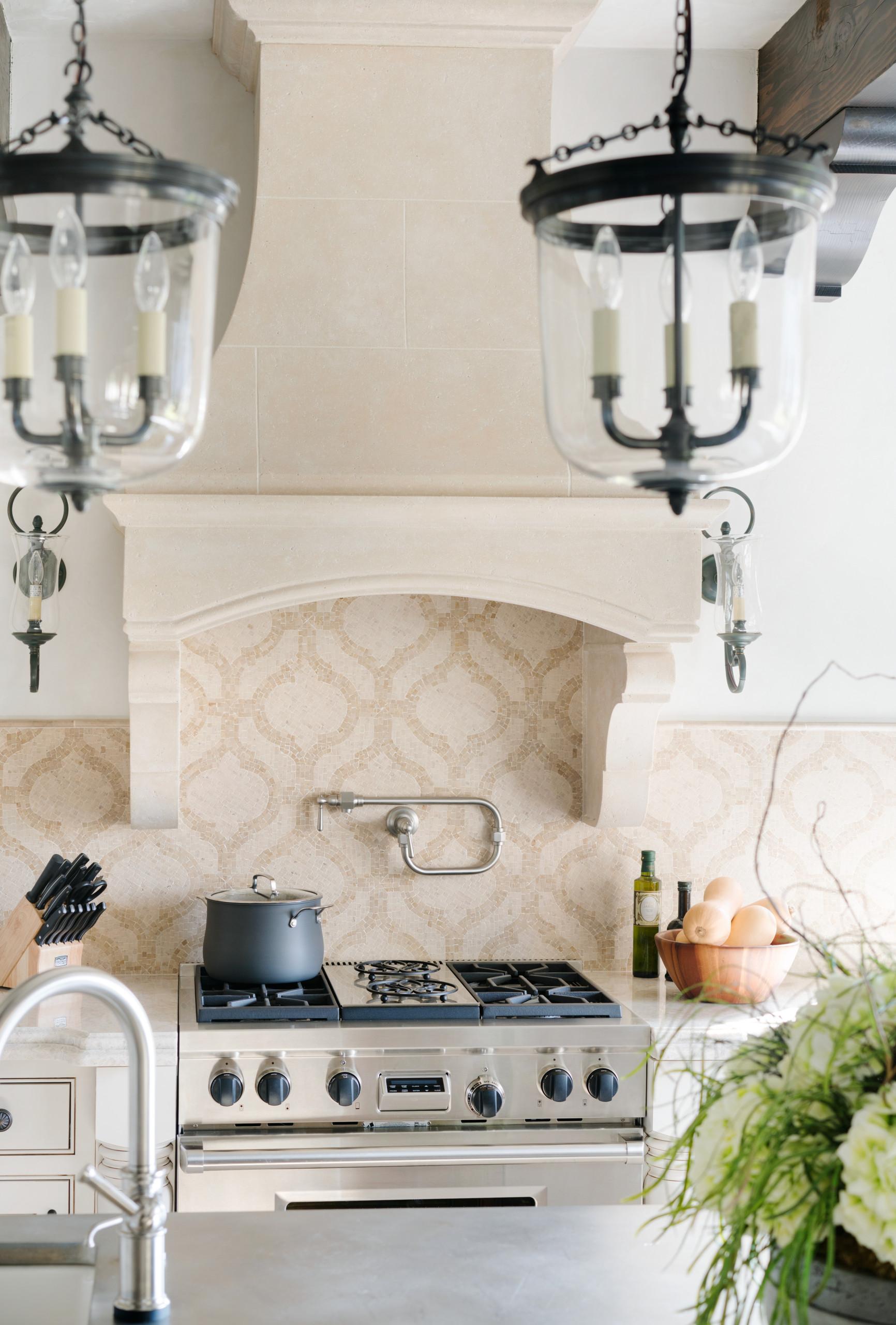 75 Beautiful Limestone Floor Kitchen With Mosaic Tile Backsplash Pictures Ideas November 2020 Houzz