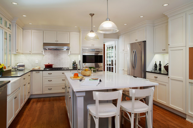 traditional kitchen by J Thom Kitchen Cabinetry