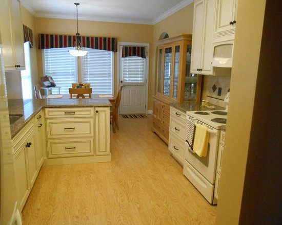 Http Houzz Com Photos Traditional Kitchen Number Of Islands Peninsula Galley Layout P 64