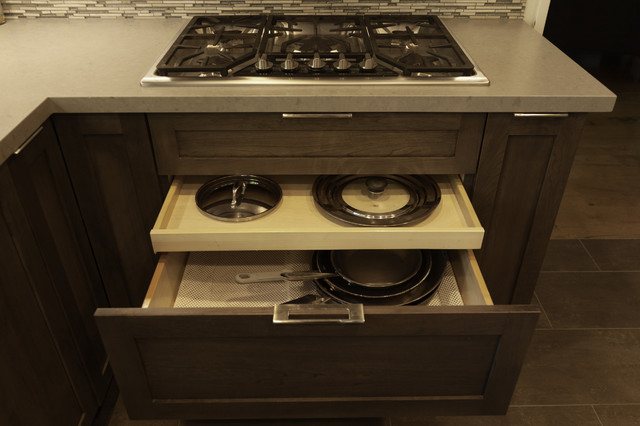 gas stainless steel stove top and large pot and pan storage drawer modern kitchen los. Black Bedroom Furniture Sets. Home Design Ideas