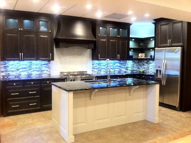 Gem cabinets showroom traditional kitchen edmonton for Kitchen cabinets 99 street edmonton
