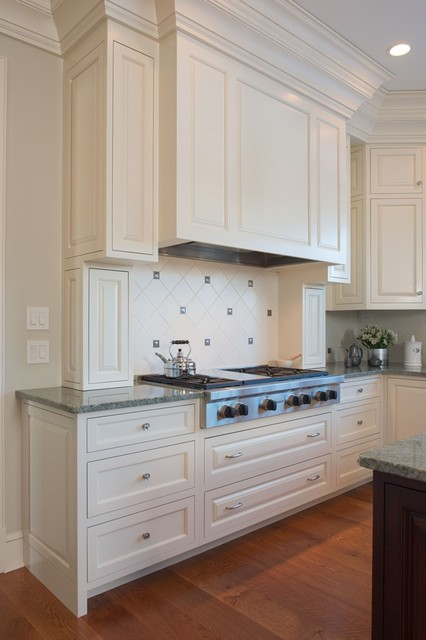 Georgian Colonial Custom Home traditional-kitchen