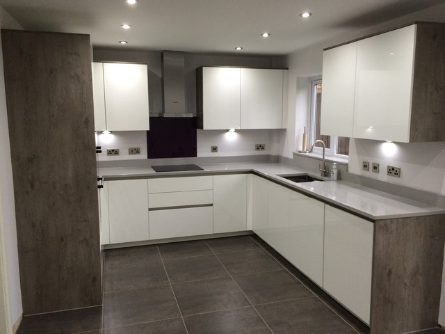 German Kitchen Installation White Gloss And Grey Wild Oak Droitwich - Grey and white gloss kitchen