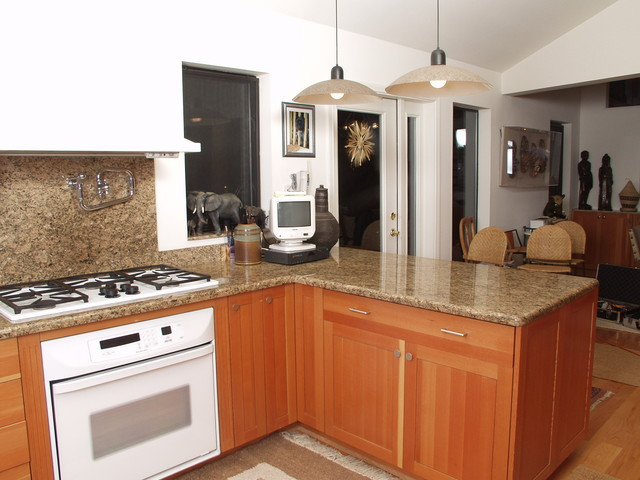 High Quality Eat In Kitchen   Contemporary U Shaped Eat In Kitchen Idea In Seattle