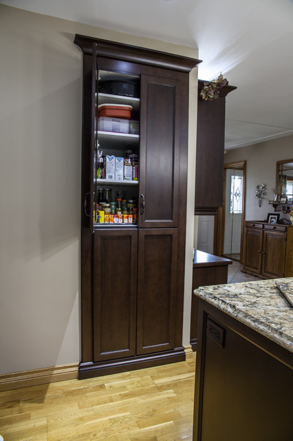 Gibson Traditional Kitchen Toronto By Allen