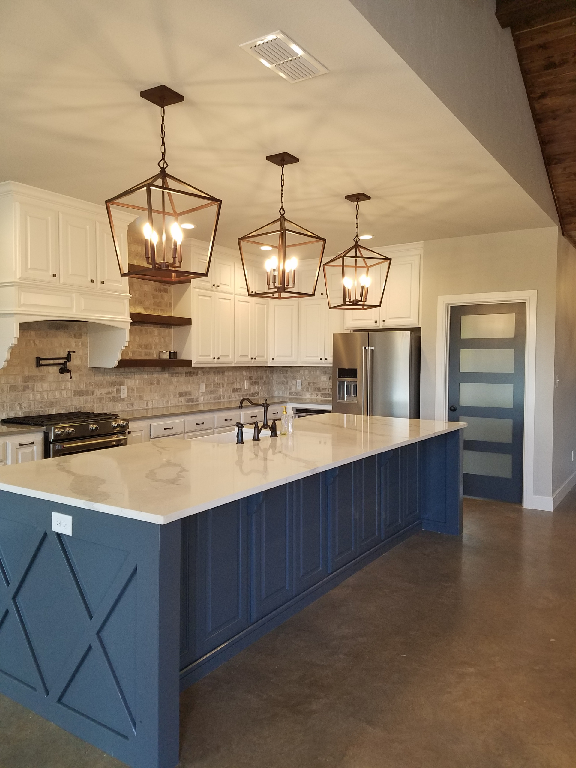 Kitchen pantry - large cottage l-shaped concrete floor and gray floor kitchen pantry idea in Dallas with a farmhouse sink, raised-panel cabinets, white cabinets, quartzite countertops, gray backsplash