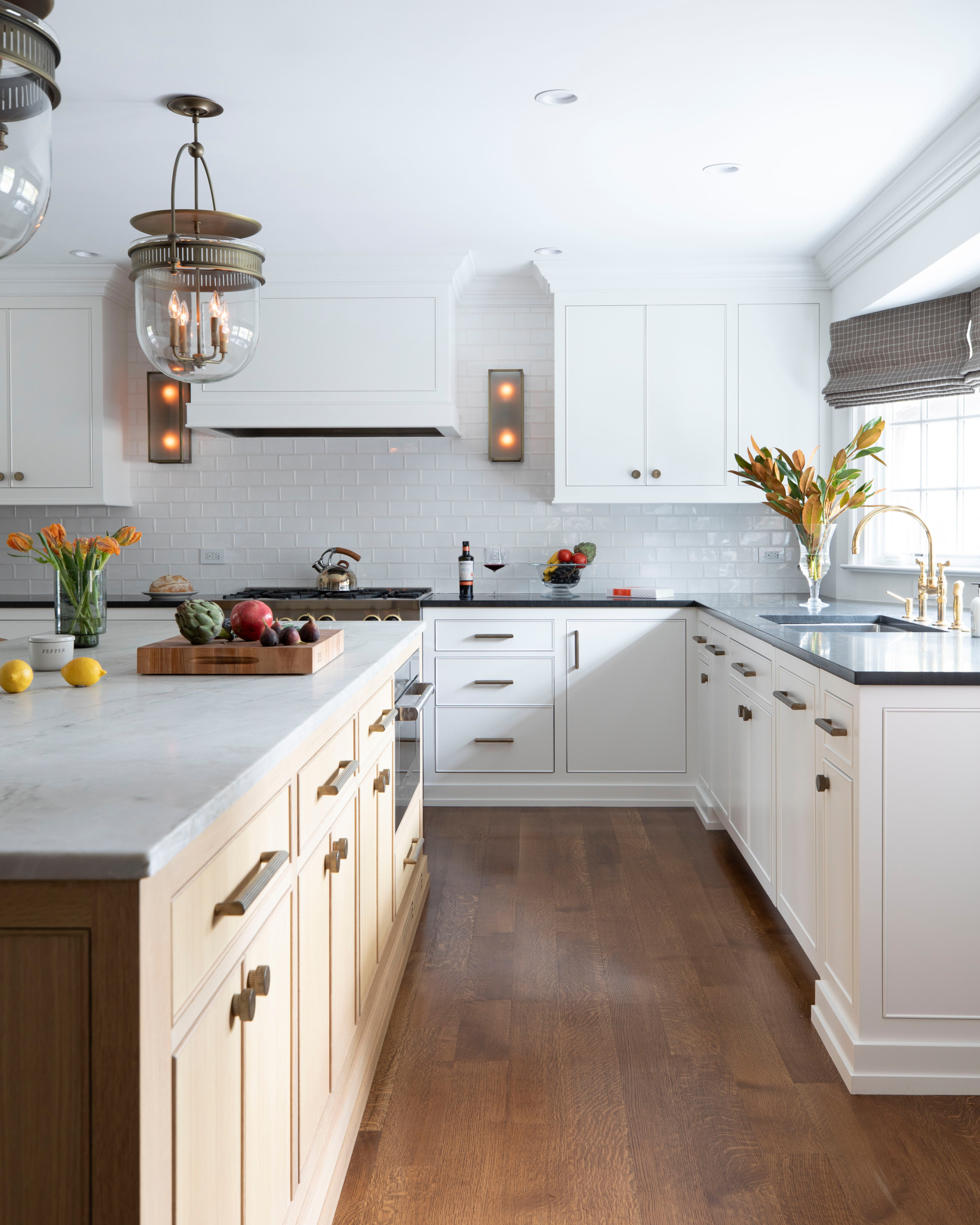 75 Beautiful White Kitchen With Black Countertops Pictures Ideas June 2021 Houzz