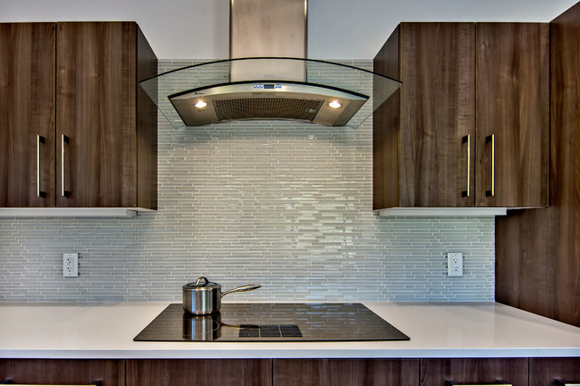Glass tile kitchen backsplash - Midcentury - Kitchen - San ...