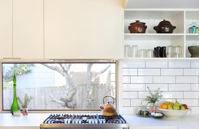 Glass window splashback - Contemporary - Kitchen - brisbane - by Skyring Architects