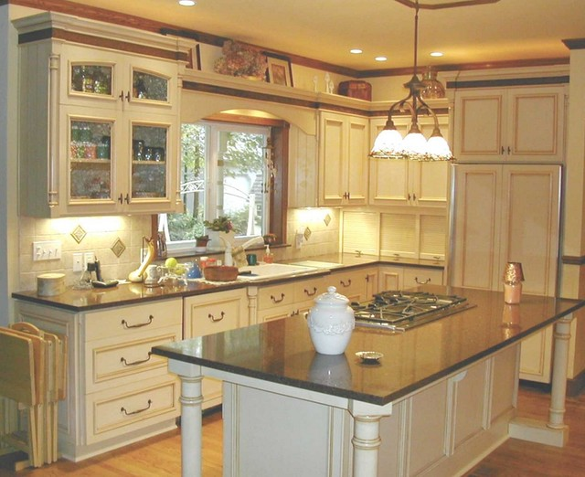 Glazed country kitchen traditional-kitchen