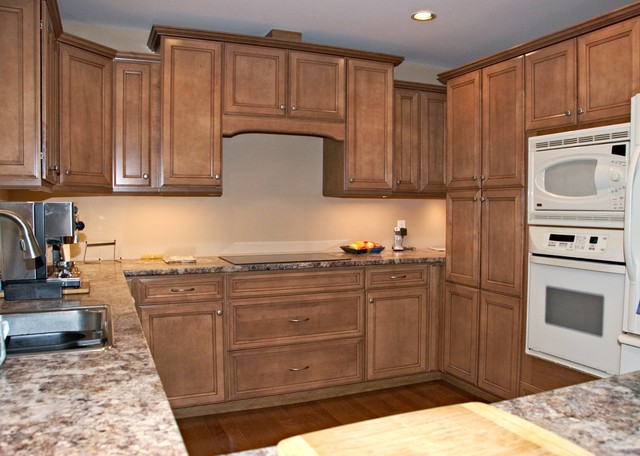 glazed maple cabinet with valance over cooktop traditional rh houzz com kitchen cabinet valance installation kitchen cabinet valance lowes