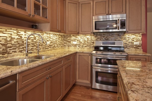 Glazed Maple Kitchen Traditional Kitchen Chicago By Ddk Kitchen Design Group