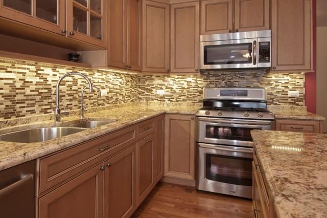 Glazed Maple Kitchen Traditional Kitchen Chicago By Ddk Kitchen Design Group