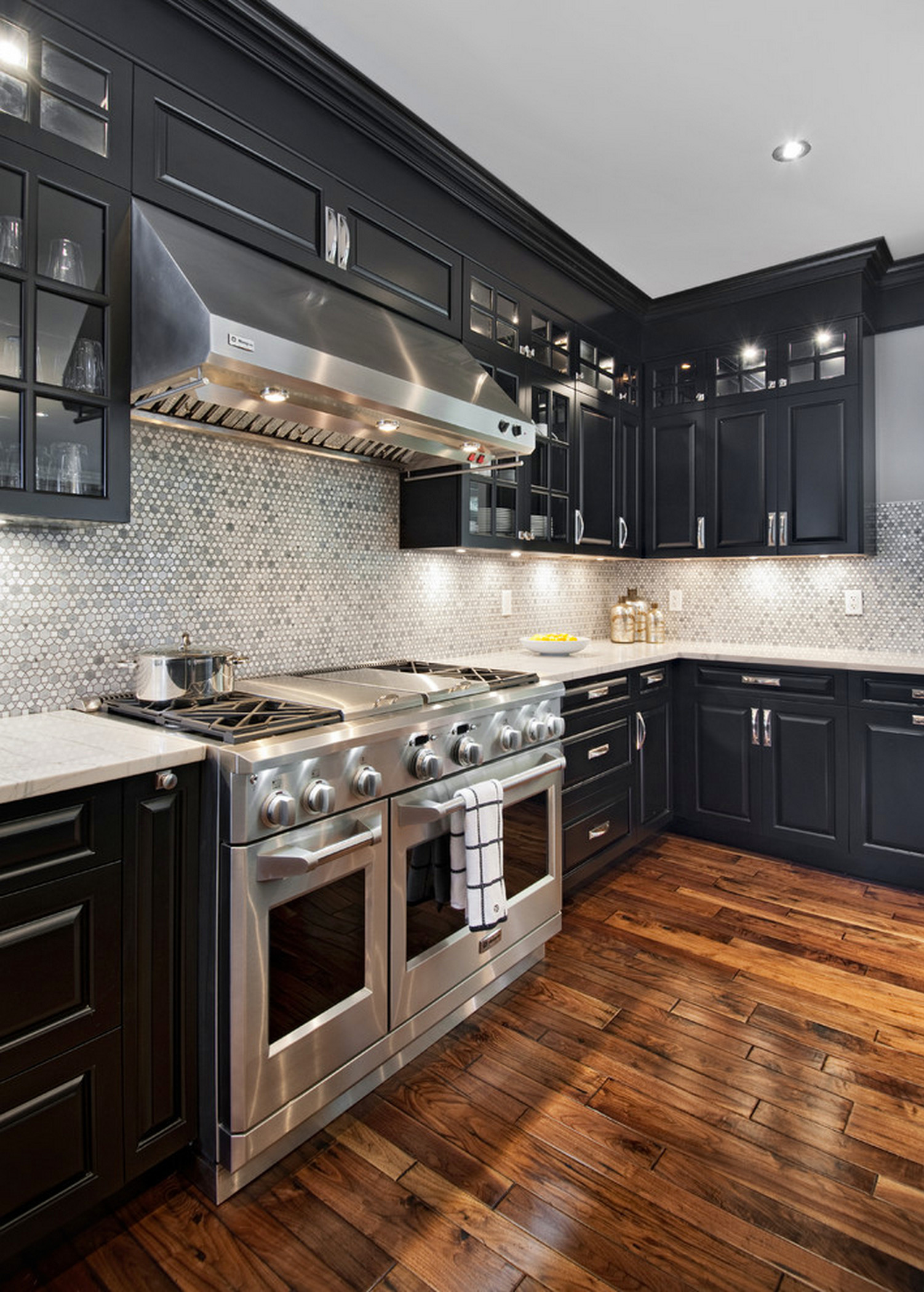 75 Beautiful Farmhouse Kitchen With Black Cabinets Pictures Ideas July 2021 Houzz