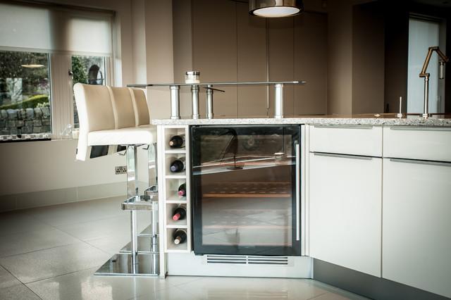 Gloss Ivory & Magic Grey Kitchen contemporary kitchen