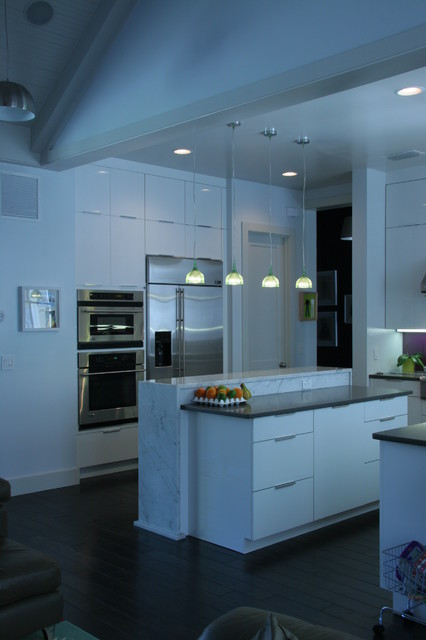 Gloss white cabinets from Plain & Fancy Custom Cabinetry - Contemporary - Kitchen - orlando - by ...