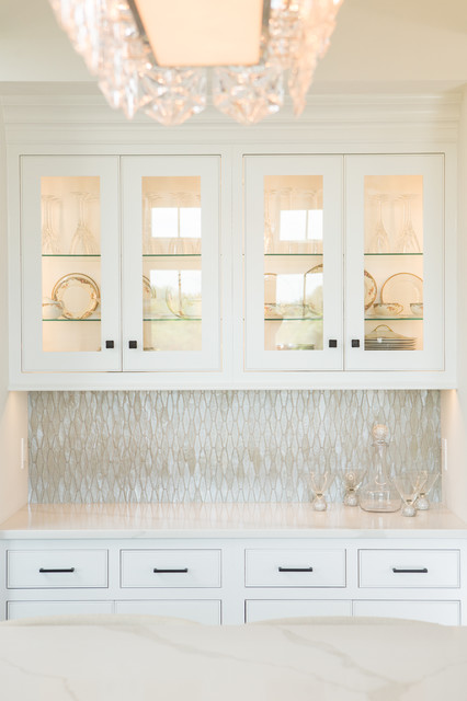 Open concept kitchen - mid-sized transitional u-shaped dark wood floor and brown floor open concept kitchen idea in Other with shaker cabinets, white cabinets, quartz countertops, metallic backsplash, glass tile backsplash and an island