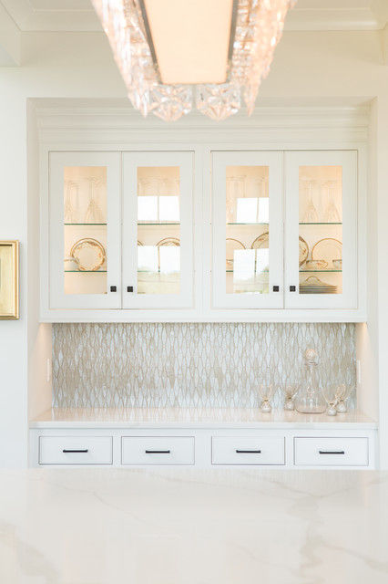 Inspiration for a mid-sized transitional u-shaped dark wood floor and brown floor open concept kitchen remodel in Other with shaker cabinets, white cabinets, quartz countertops, metallic backsplash, glass tile backsplash and an island