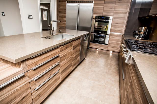 Gorgeous modern kitchen in oakville modern kitchen for Earth tone kitchen ideas