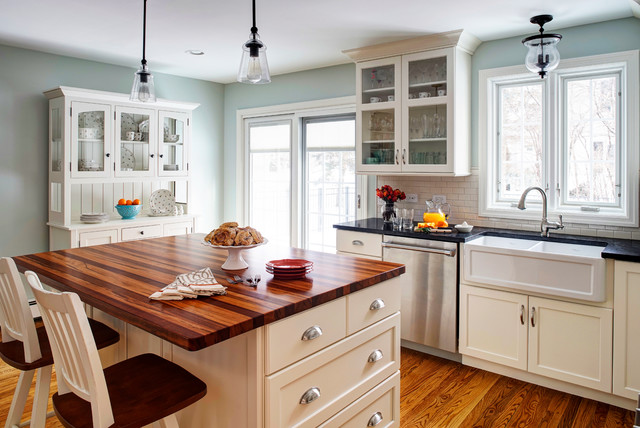 Gourmet Antique Farmhouse Kitchen Chicago By Insignia Kitchen And Bath Design Studio