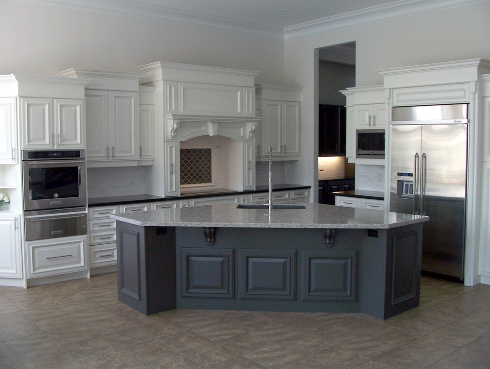 Example of a kitchen design in Toronto with an undermount sink, stainless steel appliances and an island