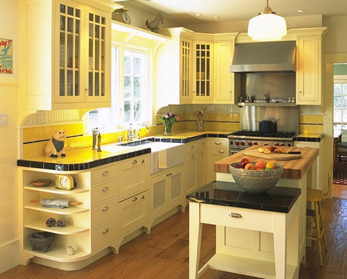 What benjamin moore paint color is good for a french for Kitchen cabinets houzz